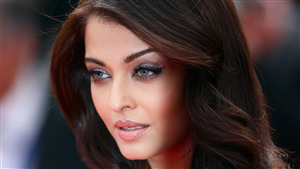 Aishwarya Rai Bachchan Cute Face Wallpaper
